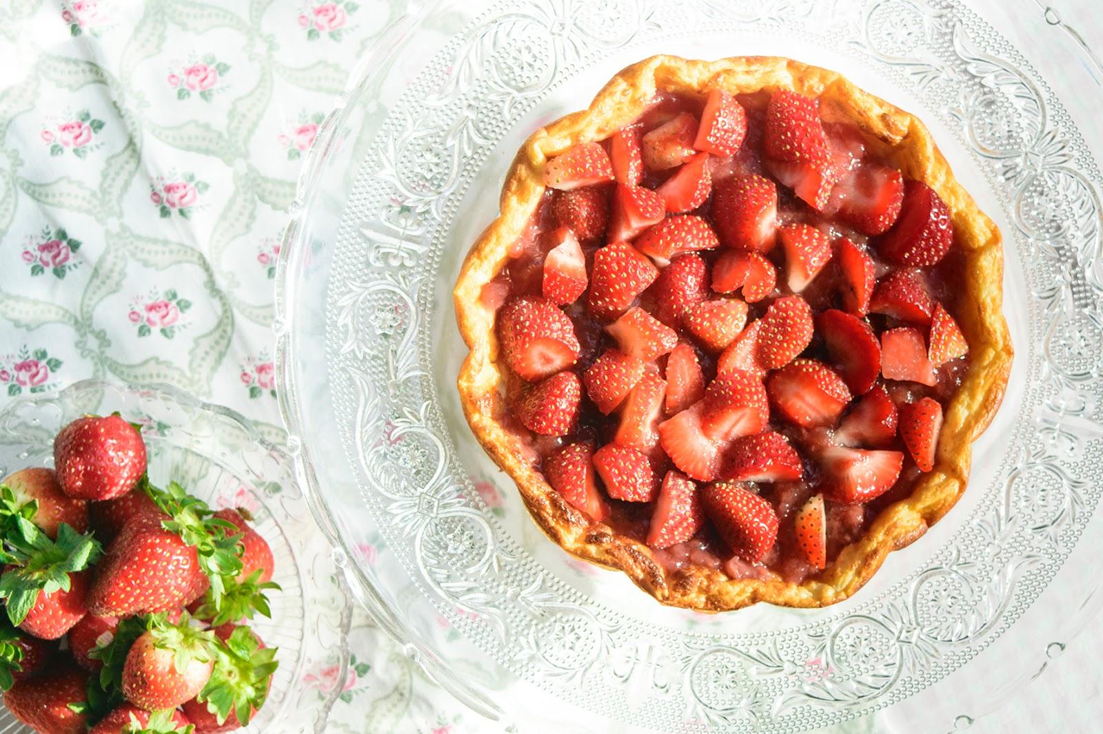 Tarta fit de queso con mermelada de fresas
