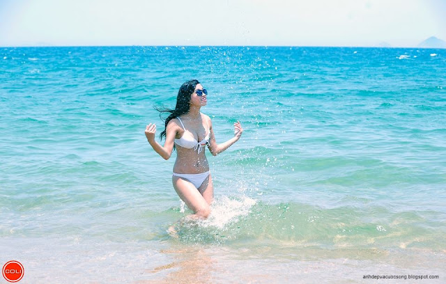 Ảnh người mẫu bikini xinh đẹp ở biển Nha Trang