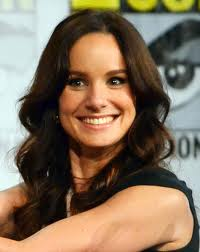 What is the height of Sarah Wayne Callies?