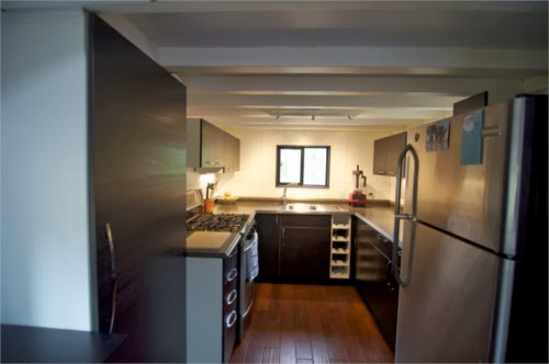 02-Kitchen-hOMe-Andrew-Morrison-tinyhousebuild.com-www-designstack-co