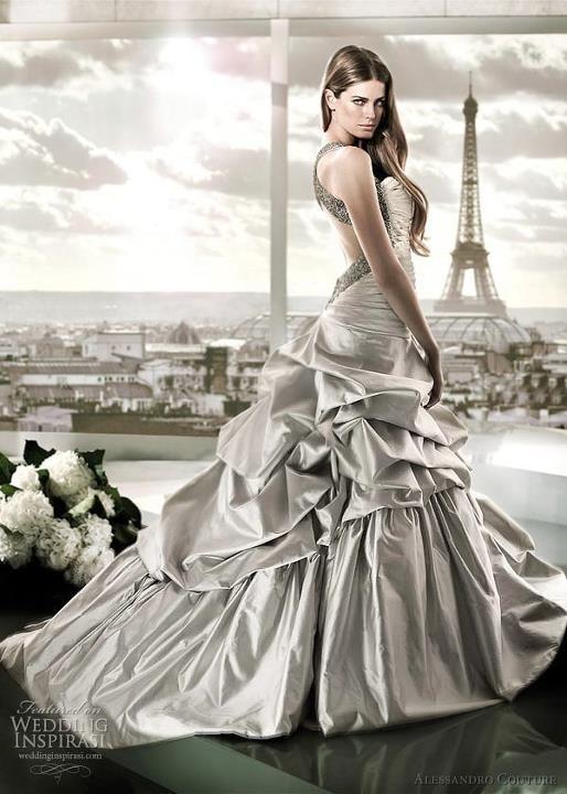Extravagant wedding dresses plumede for Wedding dress in paris