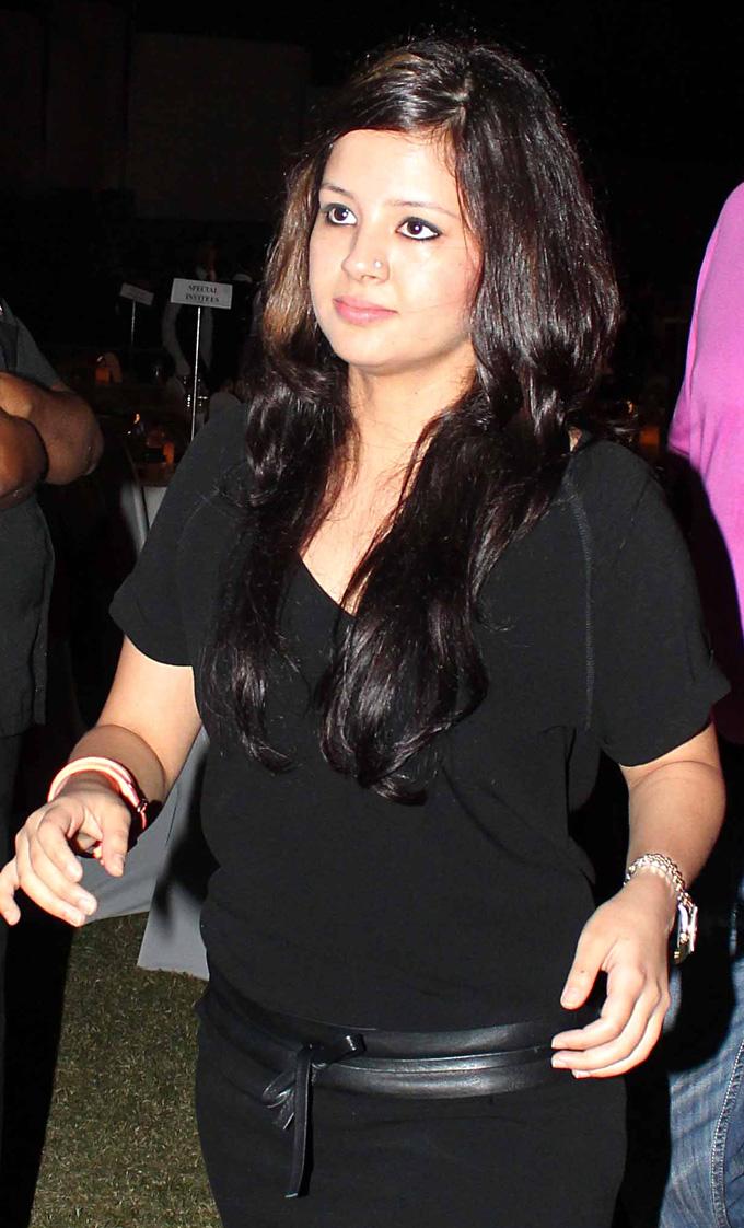 sakshi dhoni lovely hd stills