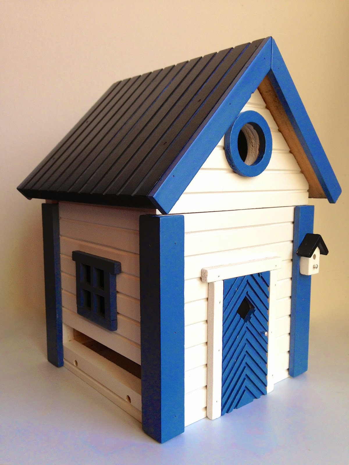 Birdhouse and feeder