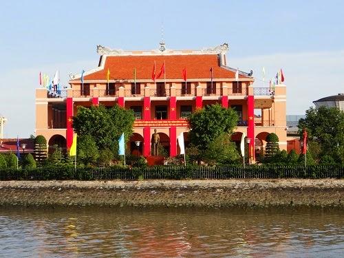 Ben Nha Rong (Ho Chi Minh Museum)1