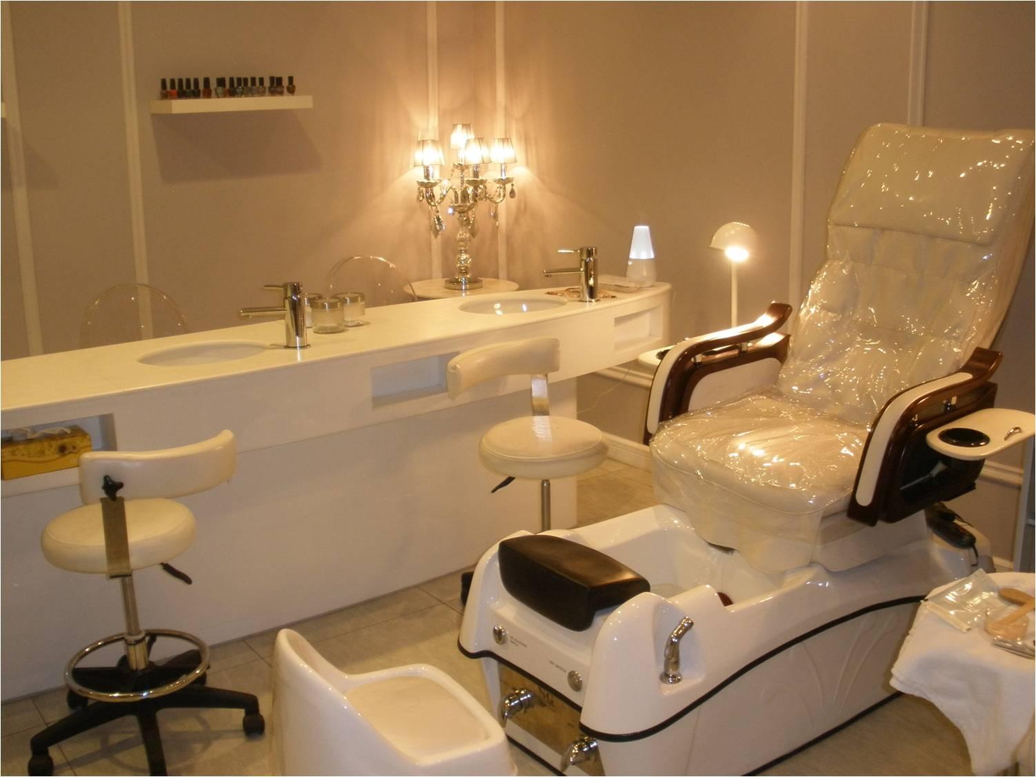 Desert girl on kuwait boudoir salon go there for Salon spa 2