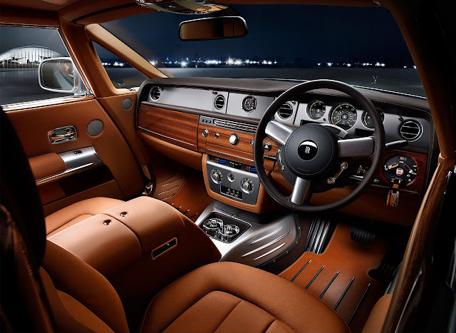 Rolls-Royce presented Phantom Coupé Aviator interior wheel