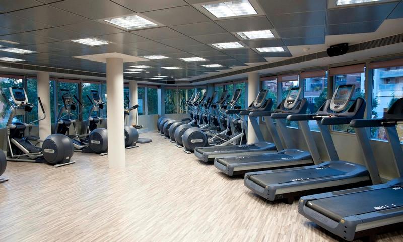 Espai qbic arquitectura vela club fitness for Oficina habitatge badalona