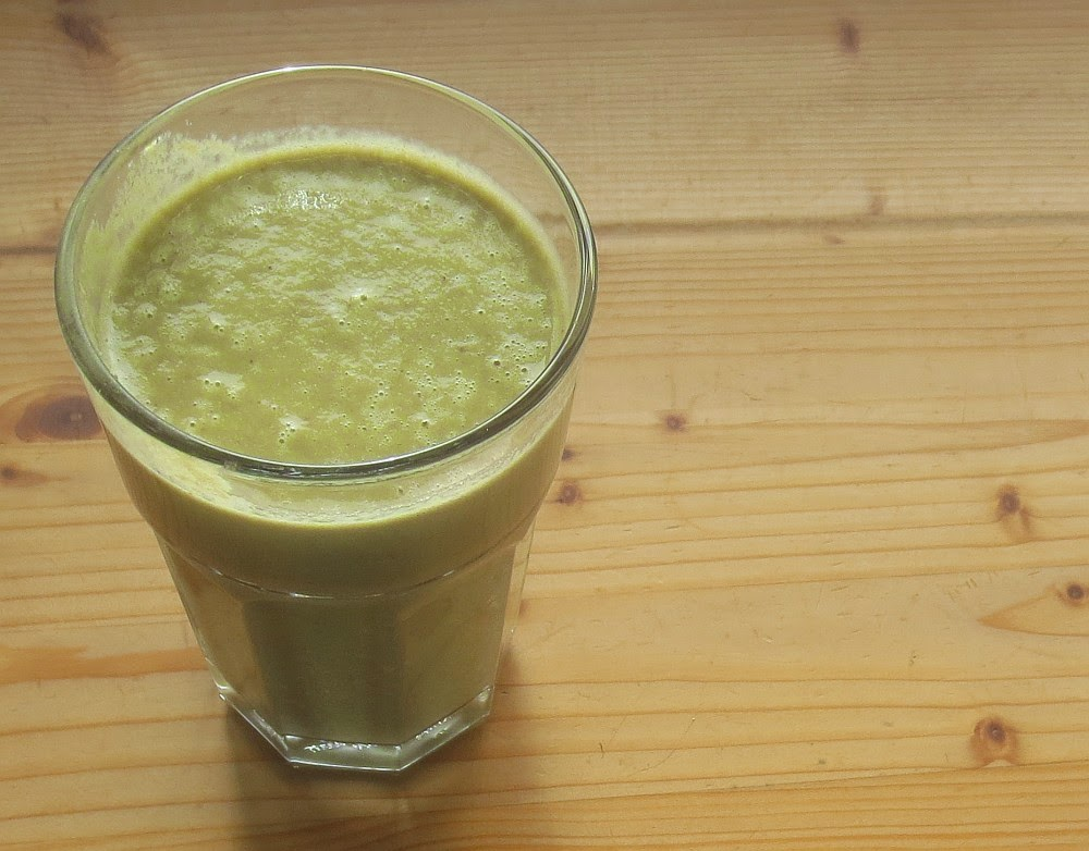 Hellgrüner Banane-Melonen-Smoothie