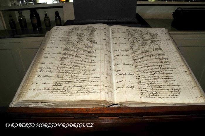 Libro de recetas en el Museo Farmacéutico Ernesto Triolet, en la ciudad de Matanza, Cuba,