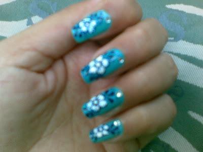 beautiful blue nails design pic by pari sangha