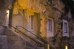 hotel bawah tanah