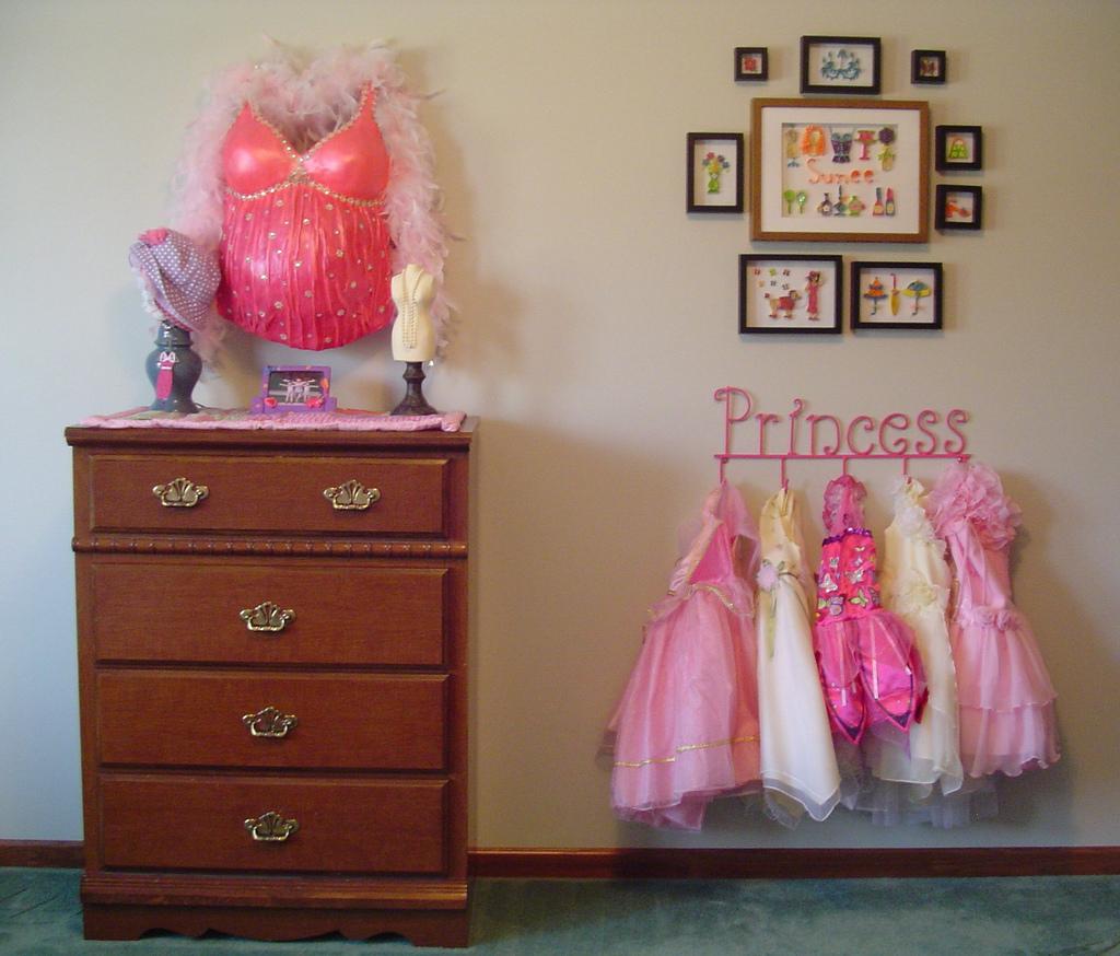 Oh la la bebe decoramos la habitacion del bebe for Cuartos decorados con yeso