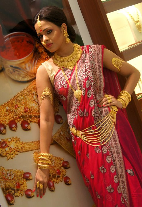 anjali jewellers gold wedding collection. models displaying reliance jewellery anjali jewellers gold wedding collection u
