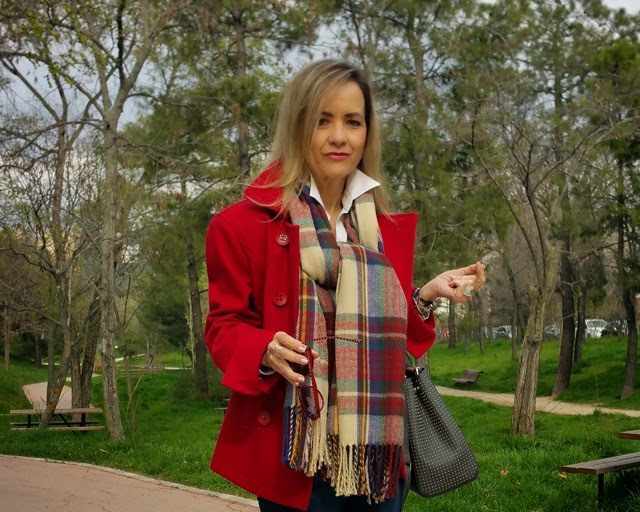 como combinar chaqueta roja working girl look