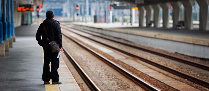 Estação de comboios quase vazia