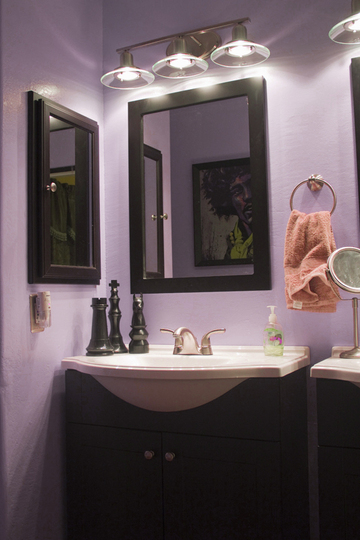 Decorating ideas purple bathrooms for Bathroom ideas violet