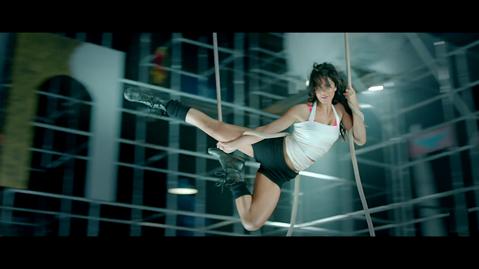 Katrina Kaif  in Dhoom 3 Kamli Song wallpapers