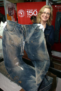 afe8e8e9cc60e Recently in the Stay at Home Moms Selling on eBay group there was a  discussion about Levi jeans. In this case, a pair was listed on eBay with  16 bids and a ...