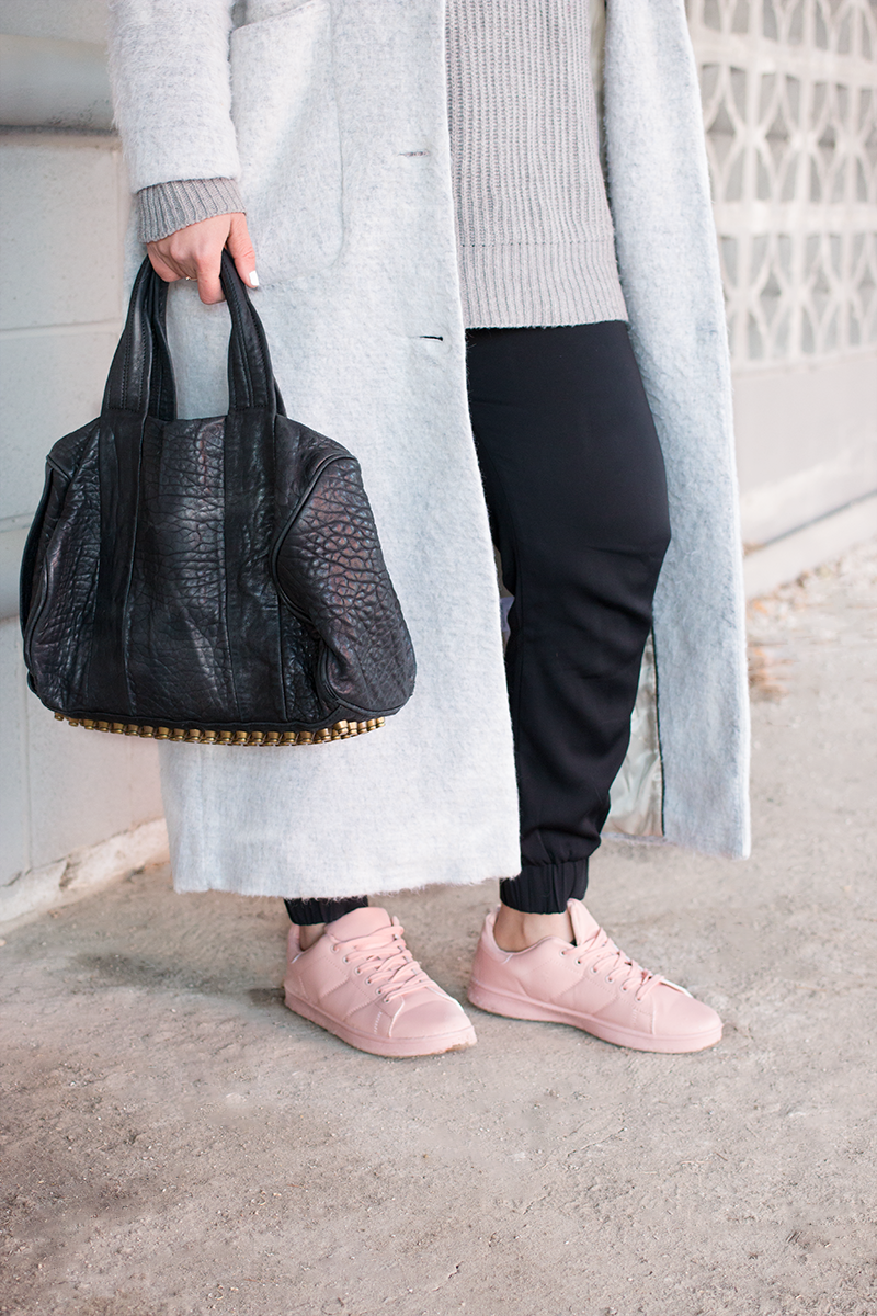 How to style pink sneakers