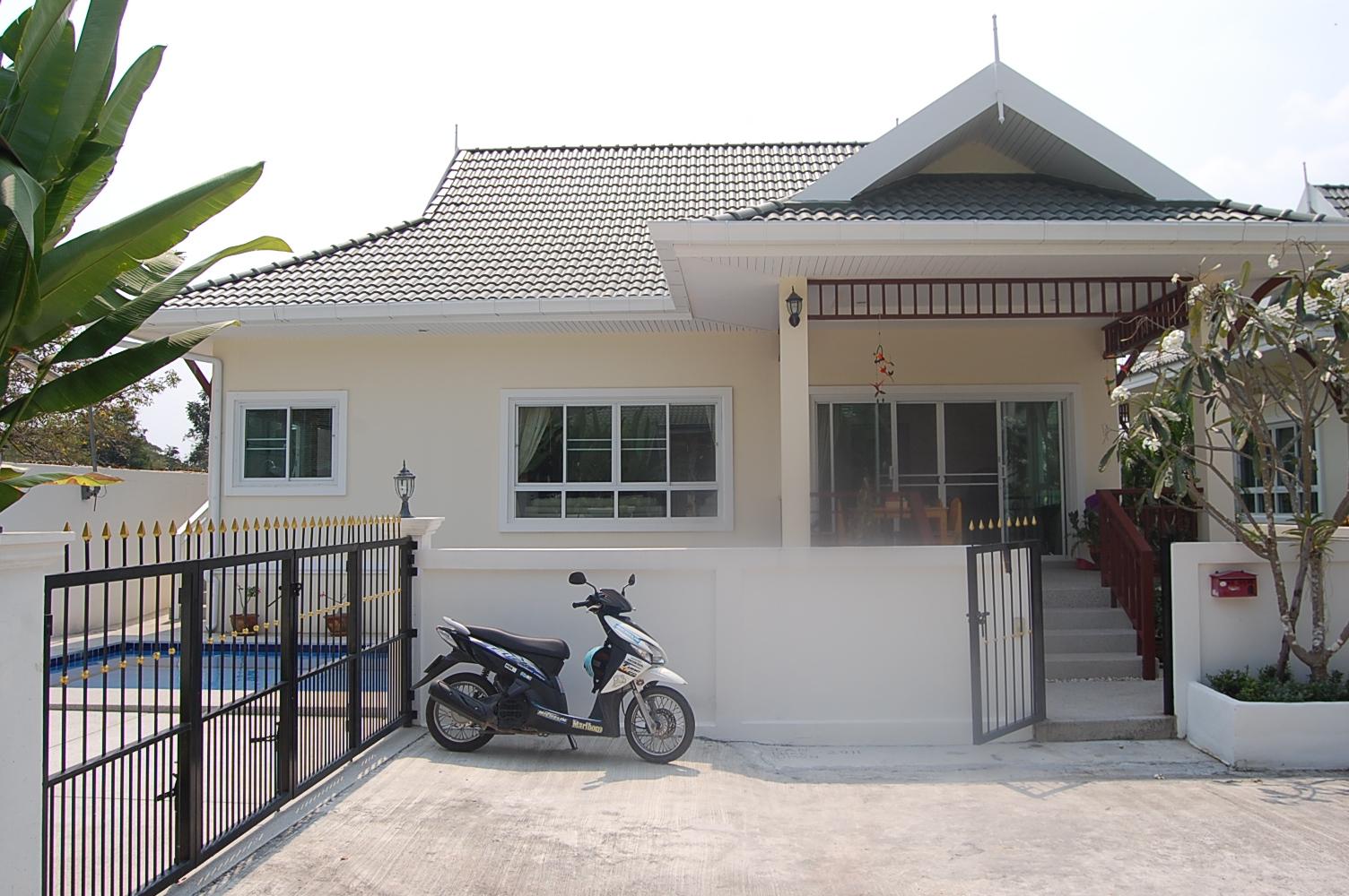 Hua hin property and land blog hua hin golf pool villa for 8 villas hua hin
