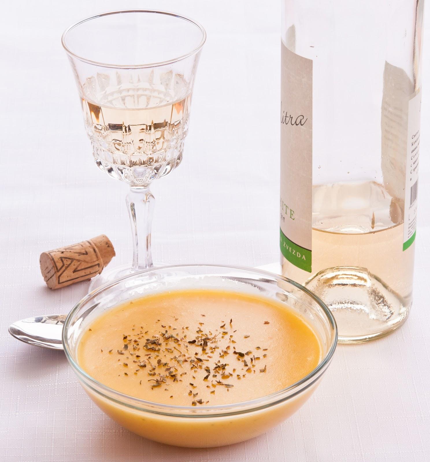 Картофена крем-супа с бяло вино и риган