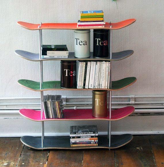 librería diy con tableros skate