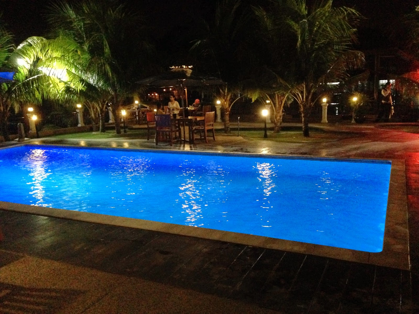 Puncak Mutiara Cafe swimming pool