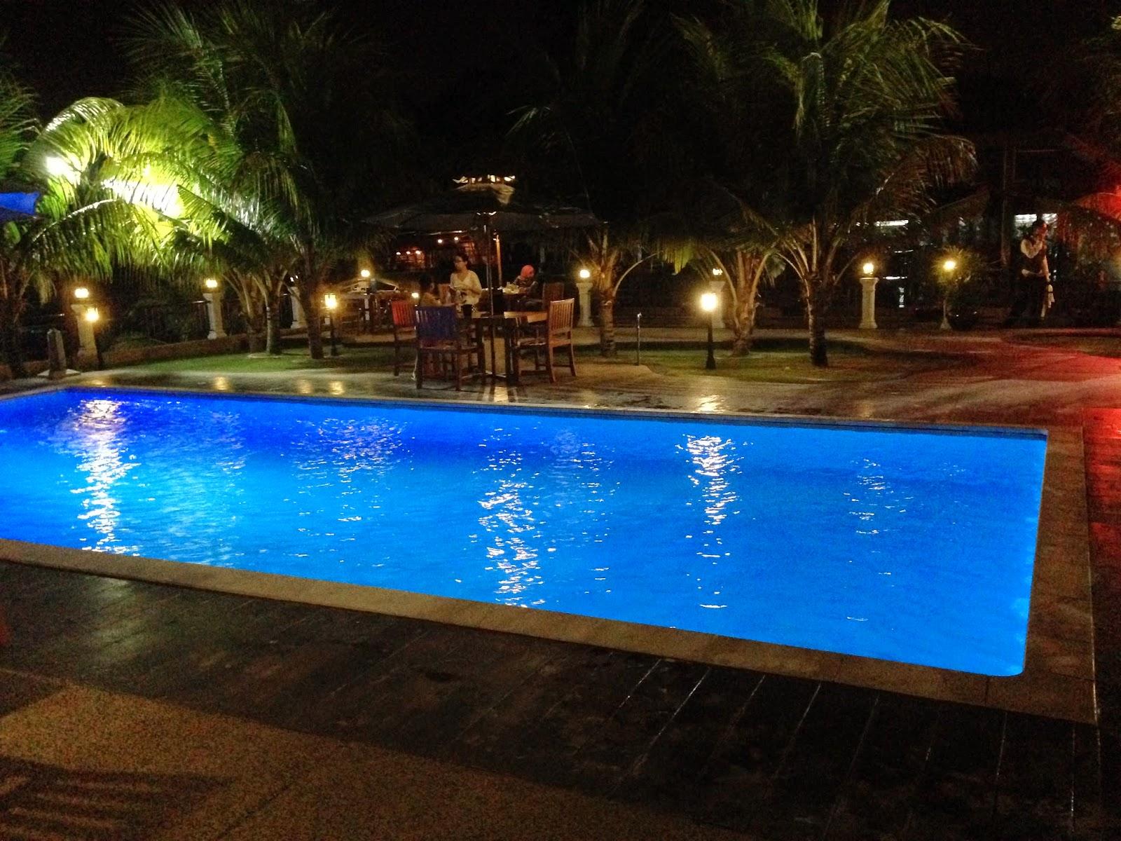 Puncak Mutiara Cafe swimming pool