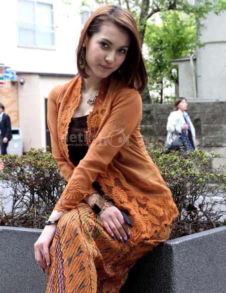 Si Cantik Maria Ozawa in Batik 03