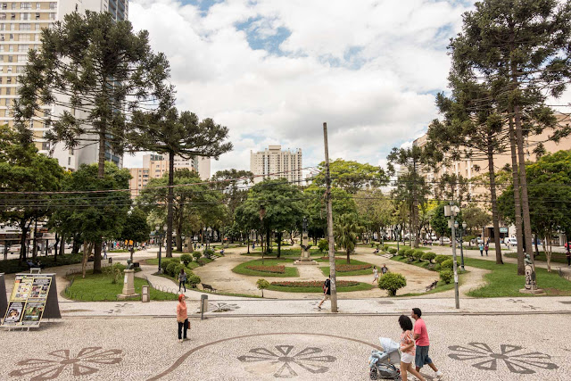 Praça Santos Andrade em Curitiba