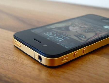 creative iphones iphone in schwarz mit gold mittelrahmen. Black Bedroom Furniture Sets. Home Design Ideas