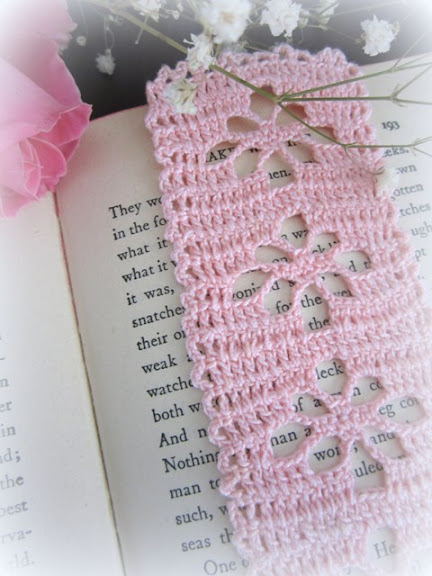 crochet bookmark with spider stitch