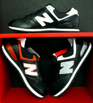 Sepatu NB memiliki cukup banyak kategori yang bisa kita pilih. Namun salah  satu produk unggulan mereka adalah sepatu running atau sepatu lari. d64af47982