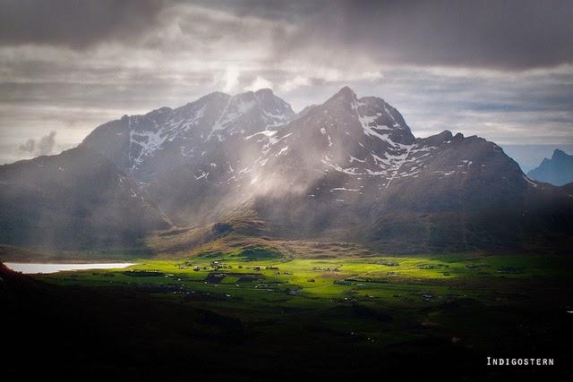 montaña rayo sol islas lofoten