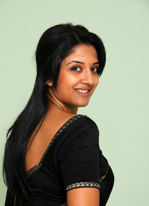 Vimala Raman Photos In Black Saree