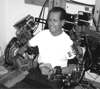 写真:外骨格ロボット