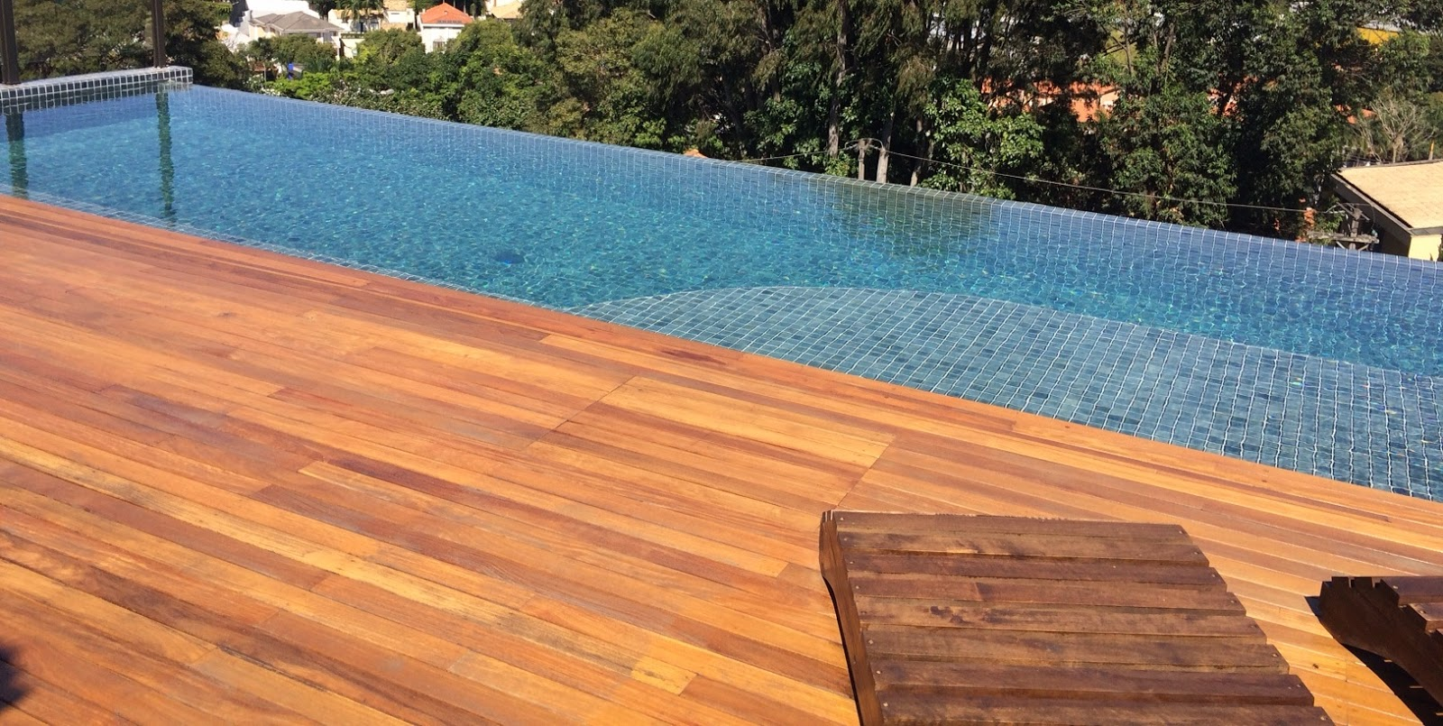 Construindo sua casa do zero piscina com borda infinita for Piscina que pierde agua