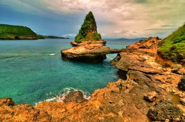 tempat wisata di lombok, wisata lombok, objek wisata di lombok, bebatuan indah, batu indah,