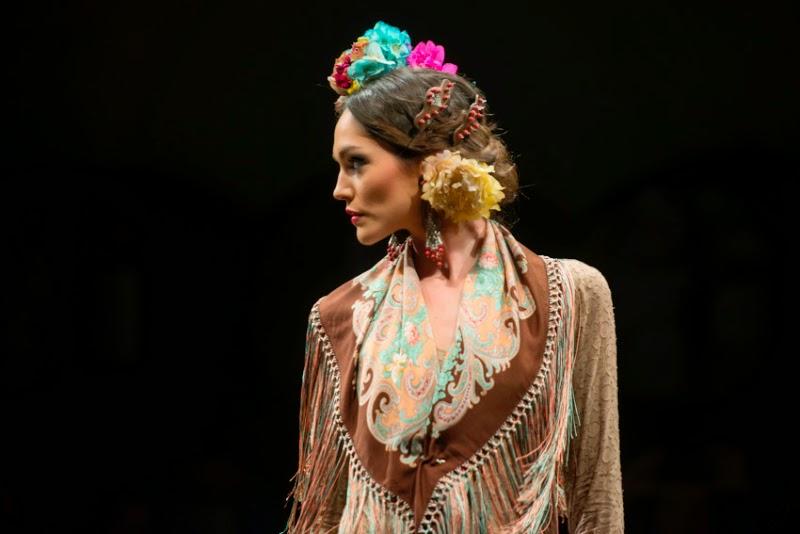 11 formas de ponerse las flores de flamenca Pretty and Olé - Peinados Para Flamencas