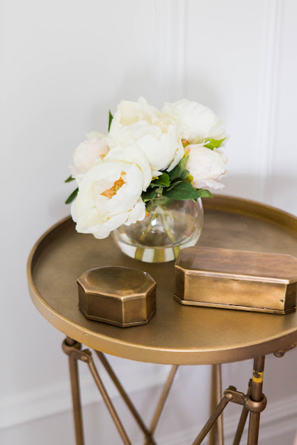 Brass Coffee Table and White Flowers : Cool Chic Style Fashion