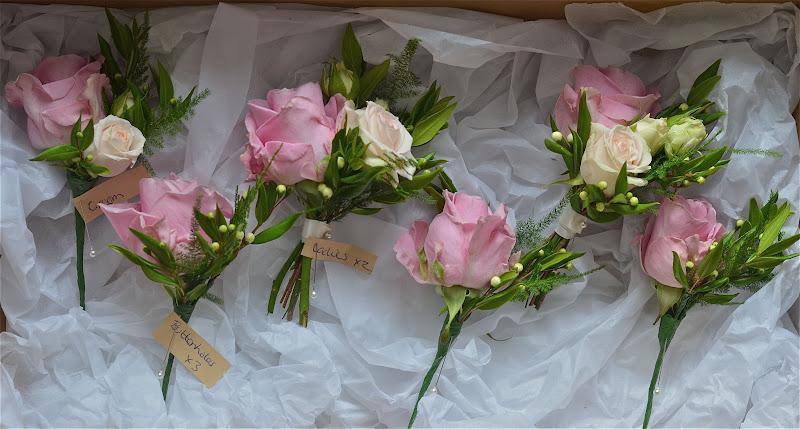 Wedding Flowers Blog: Amanda\'s Vintage/Shabby Chic Wedding Flowers ...