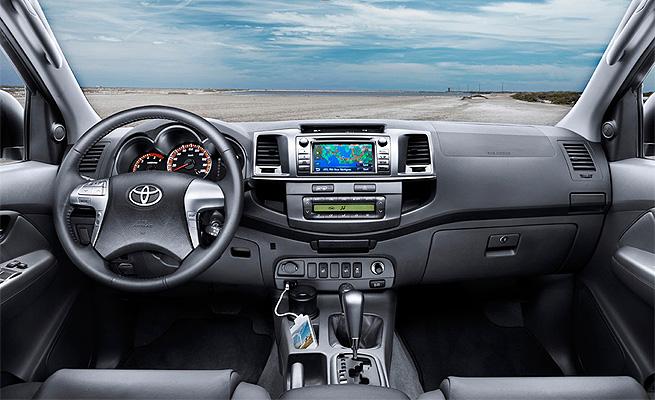 Interior traz nova tela de 6,1 polegadas com sistema multimídia.