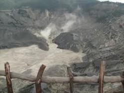 kawah gunung tangkuban perahu aktif