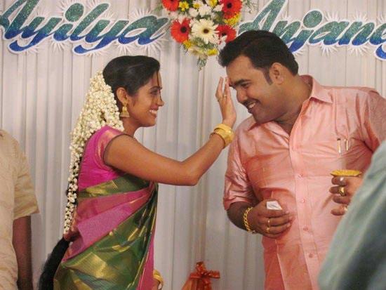http://4.bp.blogspot.com/-7XTFJPb4BUE/TzTOKUnkO3I/AAAAAAAAA10/_QbWEed3rwE/s1600/Ananya-Engagement-Photos-CF-012.jpg