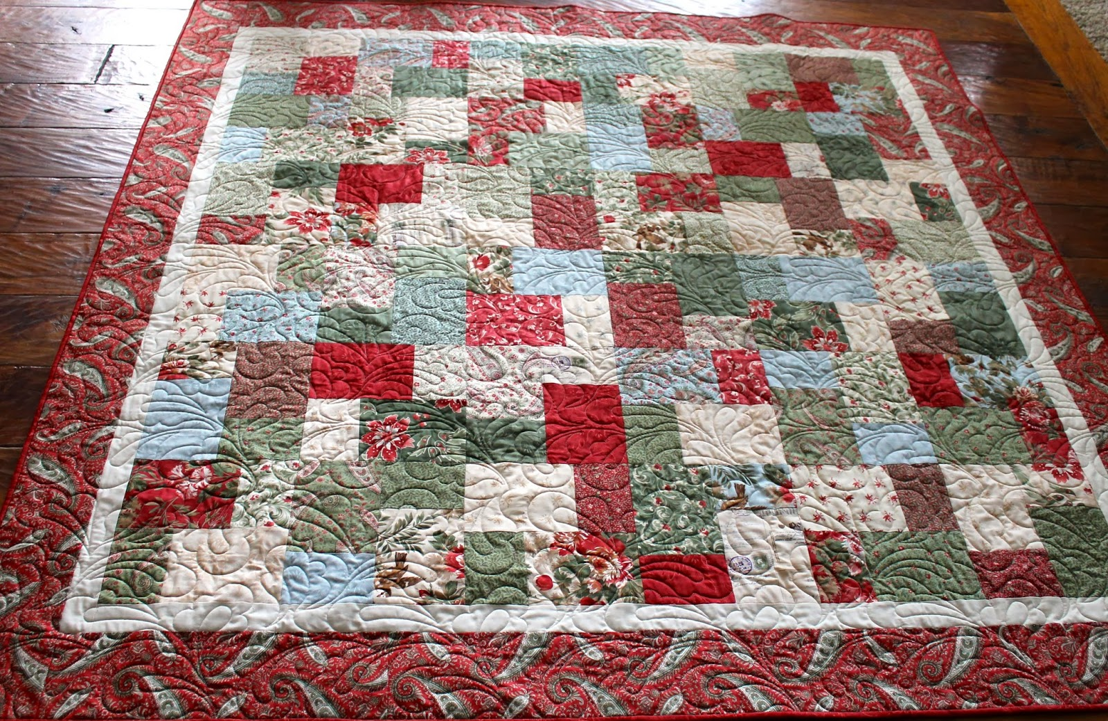 latimer lane bloggers quilt festival  throw quilt  sentiments -  a few weeks ago and my mom and her friends wanted to give her somethingspecial at this hard time in her life only fitting for that gift to be aquilt