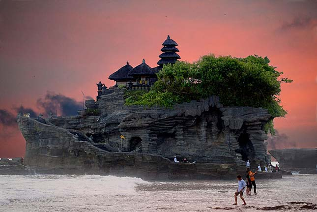 Pura Tanah Lot Temple, Bali, Indonesia