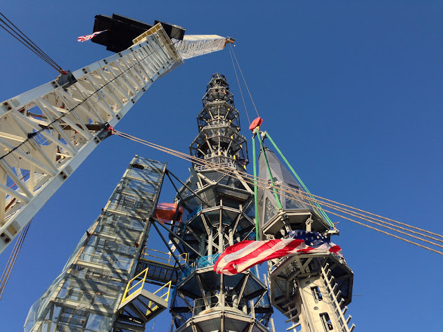 Last two pieces of spire on 1WTC