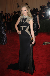 Taylor Swift attends the 2013 Costume Institute Gala NYC