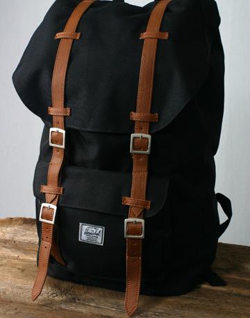 IMAGE: http://4.bp.blogspot.com/-7YZ9omUtCRA/UD38UaF9bhI/AAAAAAAAAIw/NrNYhnWJwAU/s640/herschel-supply-company-little-america-bag-black-%5B3%5D-2173-p.jpg
