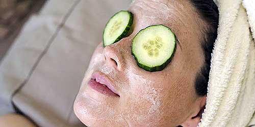 reducir ojos hinchados con pepino